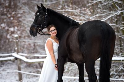 pferdeshooting_schneebilder_brautkleid_ponyliebe_fotografie_vorschau